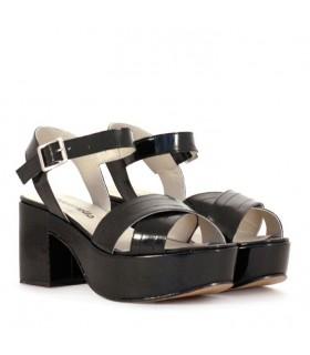 Sandalias de charol negro