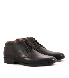 Zapato abotinado de cuero negro