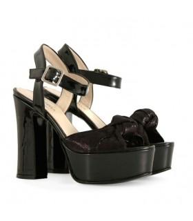Sandalias de charol negro combinado