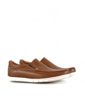 Zapatos de cuero en marrón