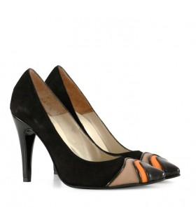 Stilettos de gamuza en negro