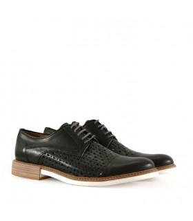 Zapatos de cuero en negro negro
