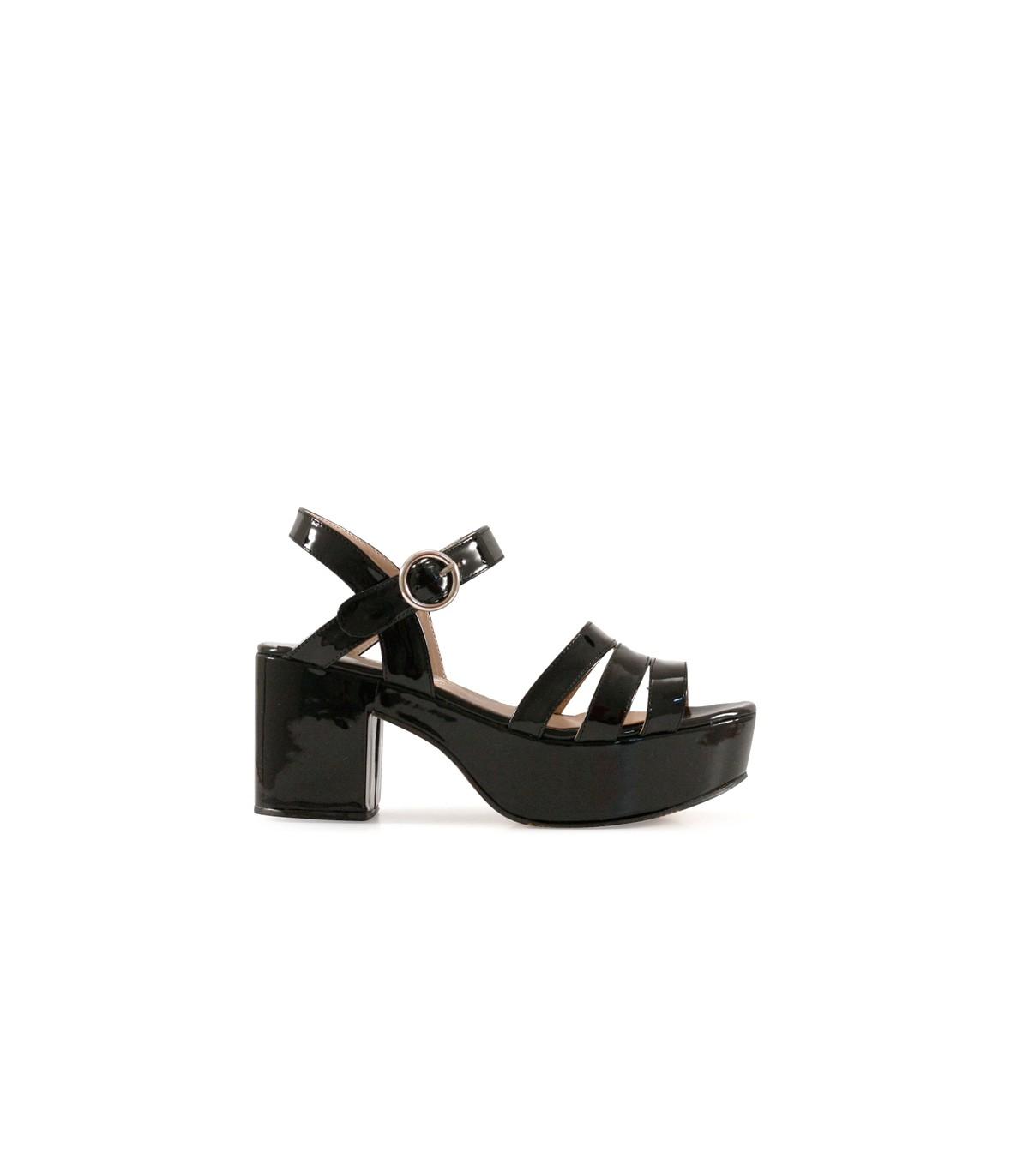 4c8f7c32a24 Sandalias de charol negro con plataforma en batistella.com.ar