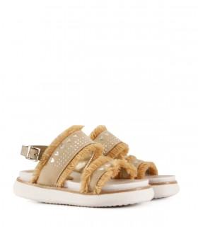 Sandalias de símil cuero en beige con apliques