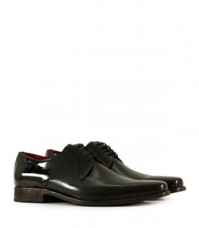 Zapatos de charol negro picado