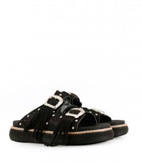 Sandalias de símil cuero en negro con flecos