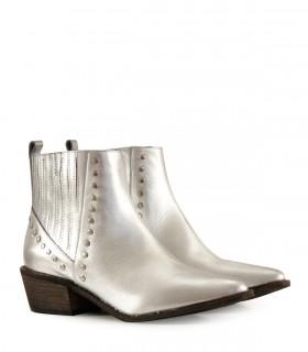 Botas cortas con tachas de cuero plata