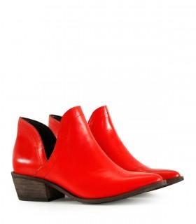 Botas cortas tipo texanas de cuero en rojo
