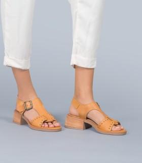Sandalias de cuero en suela con tachas