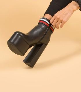 Botas cortas con plataforma de cuero negro