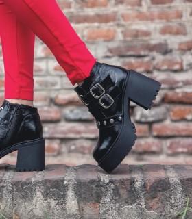 Botas cortas de charol negro