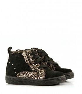 Zapatillas de gamuza negras con detalles