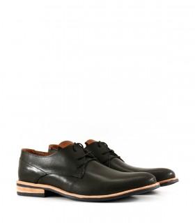 Zapatos de cuero negro con base de goma