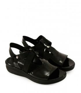 Sandalias clásicas de charol negro