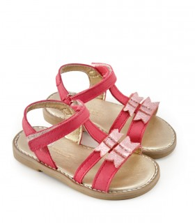 Sandalias de nena en cuero fucsia