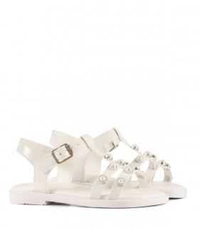 Sandalias de charol blanco con perlas