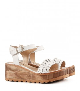 Sandalias de cuero blanco con una tira