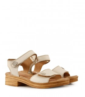 Sandalias bajas de cuero beige