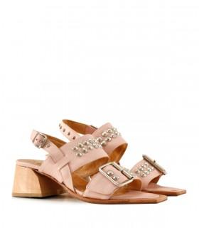 Sandalias de cuero en rosa con tachas