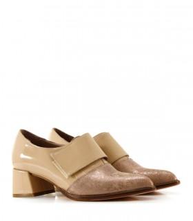 Zapato de charol en tapioca