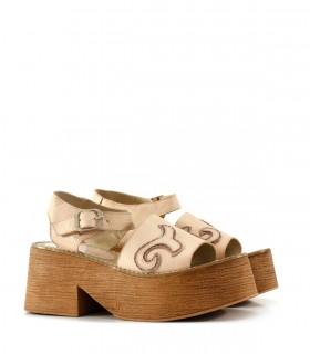 Sandalias con recortes en cuero nude