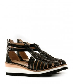 Sandalias de charol en negro