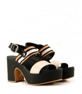 Sandalias altas de cuero en negro/nude