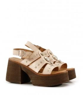 Sandalias de cuero nude con tachas