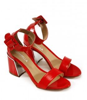 Sandalias de charol en rojo