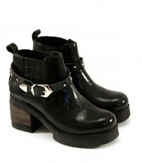Botas cortas con plataforma de charol negro