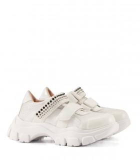 Zapatillas de símil cuero en blanco