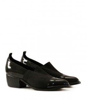 Zapato elastizado con charol negro