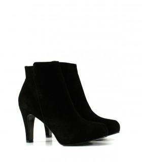 Botas cortas de gamuza en negro