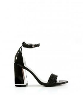 Sandalias de charol y strass en negro