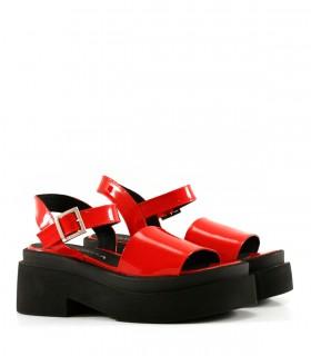 Sandalias de charol rojo