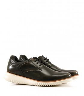 Zapatos acordonados de cuero en negro