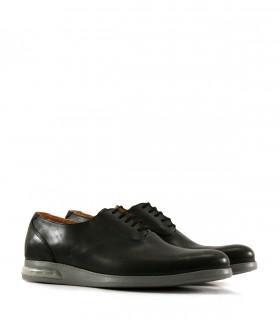 Zapatos acordonados en cuero negro