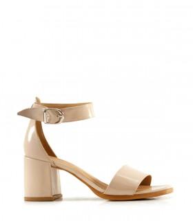 Sandalias con pulsera de charol nude