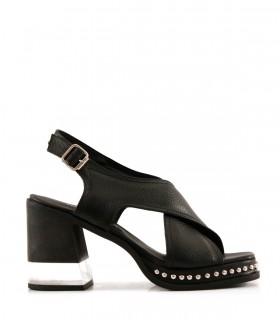 Sandalias de cuero en negro con tachas