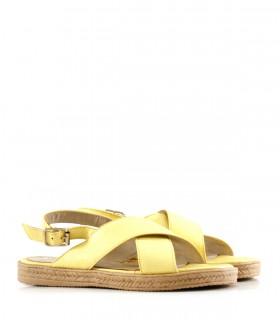 Sandalias bajas de cuero en amarillo