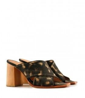 Sandalias en cuero gastado negro