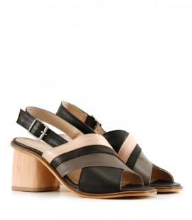Sandalias de cuero en negro/nude