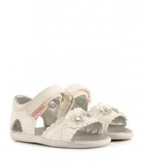 Sandalias de símil en blanco