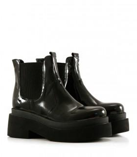 Botas cortas de charol en negro
