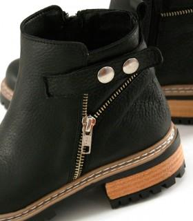 Botas cortas con cierres de cuero negro