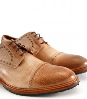 Zapatos de cuero acordonados en brandy