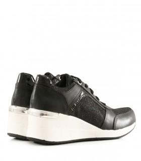 Zapatillas urbanas de cuero en negro combinadas