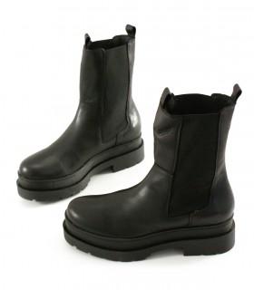 Botas altas de cuero negro