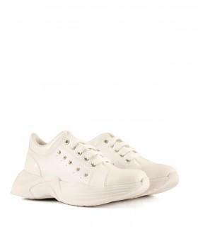 Zapatillas de símil en blanco