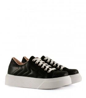 Zapatillas de símil en negro